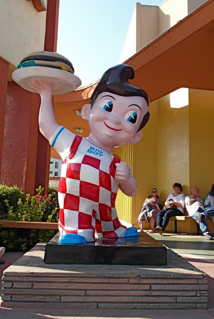 bobs-big-boy-statue-689×1024.jpg